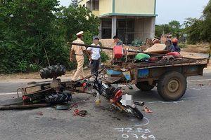 Va chạm với xe máy kéo, 2 người tử vong trong đêm