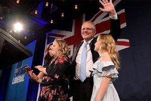 Thủ tướng Australia ví chiến thắng bầu cử khó tin với 'phép màu' được làm bố