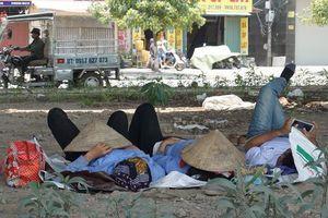 Hà Nội: Người dân vật vã dưới trời nắng nóng trên 40 độ C