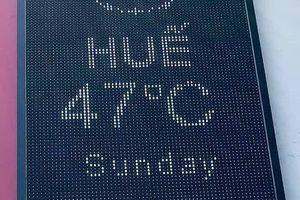 Choáng với nắng nóng 47 độ C tại Huế