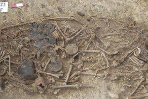 Mộ tập thể của gia đình 15 người hé lộ điều đáng sợ 5.000 năm trước