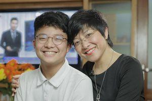 Con trai thông báo bảng điểm toàn 6, MC Thảo Vân: 'Không dốt đặc cán mai là được'
