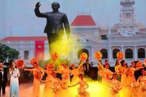 'Sáng mãi tên Người - Hồ Chí Minh'