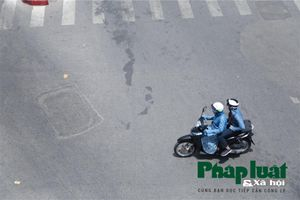 Đường phố Hà Nội 'vắng như Tết' những ngày nắng nóng