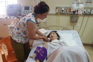 Mẹ nạn nhân kể phút con rể dí dao cứa cổ con gái ở Hà Tĩnh