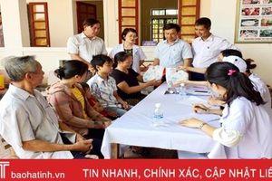 Hơn 200 người dân Sơn Kim 1 được khám, cấp thuốc miễn phí