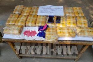 Bắt hai đối tượng người Lào vận chuyển 120.000 viên ma túy