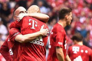 Bayern Munich vô địch Bundesliga, Robben ôm Ribery rơi nước mắt nói lời chia tay