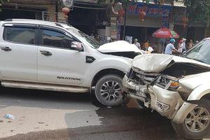 Nghệ An: Nghi ghen tuông, chồng dùng dao đâm vợ, châm lửa đốt nhà rồi lái xe tông vào ô tô 'tình địch'