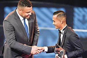 Được FIFA vinh danh, sao Đông Nam Á ảo tưởng rồi trượt dài