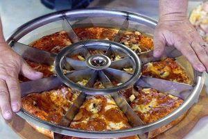 Vô lăng sắc lẹm chia đều pizza trong nháy mắt