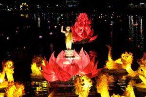 7 đóa hoa sen khổng lồ rực sáng trên sông Hoài