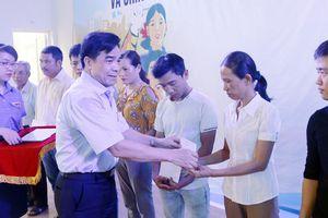 Lãnh đạo Quảng Nam đối thoại với công nhân