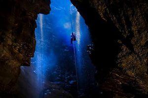 Choáng ngợp trong hang động hùng vĩ nhất nước Anh