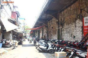 Trinh sát mật phục xử phạt đối tượng nghiện hút tại phố Gầm Cầu