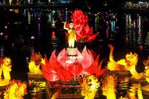Sông Hoài rực sáng ánh sen hồng khổng lồ mừng Đại lễ Phật đản
