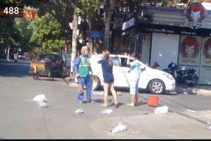 Nữ chủ shop 'bắt nạt' cô lao công vì bị nhắc vứt rác: Công an mời lên làm việc