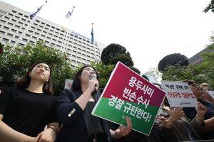 Người Hàn xuống đường biểu tình về vụ án hộp đêm thác loạn của Seung Ri