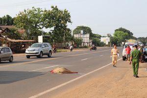 Người đàn ông lao vào xe khách, tử vong tại chỗ