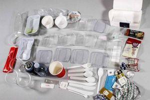 Hàng không sắp hạn chế đồ nhựa dùng một lần