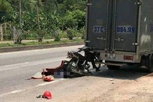 Nghệ An: Người đàn ông tông đuôi xe tải tử vong trên đường đi ăn giỗ