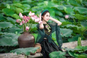 Hot girl Mai Ngọc Anh đẹp mê hồn bên đầm sen đầu hạ