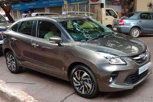 Xe giá rẻ Toyota Glanza giá 200 triệu đồng chính thức lộ diện tại Ấn Độ