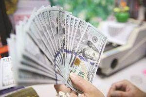 Tiếp tục lộ trình 'siết' tín dụng ngoại tệ