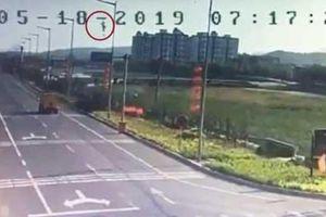 Tiêm kích JH-7 Trung Quốc cắm đầu xuống đất phát nổ