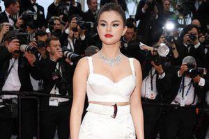 Không 'chặt chém', trang phục Selena Gomez vẫn đẹp nhất Cannes