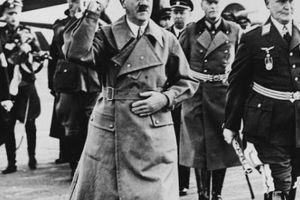 Trùm phát xít Hitler có người đóng thế tự sát trong hầm Berlin?