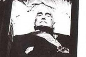 Vì sao Tưởng Giới Thạch mặc 7 bộ quần áo khi chôn?