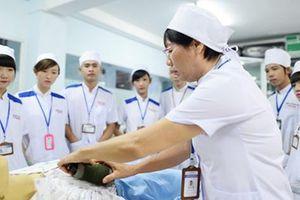 Xuất khẩu lao động điều dưỡng, hộ lý: Lương cao, công việc vất vả