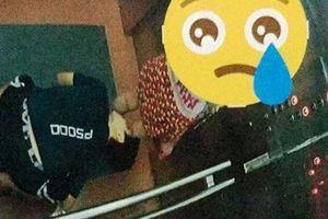 Truy tìm thanh niên quỳ mọp, nhòm ngược váy bé gái trong thang máy