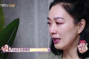 'Biểu tượng gợi cảm' gốc Việt nức nở vì chồng kém 12 tuổi thay đổi