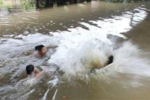 Tắm sông, 4 học sinh đuối nước thương tâm
