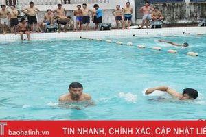 Huấn luyện kỹ thuật bơi và cứu đuối cho 120 cán bộ, giáo viên Hà Tĩnh