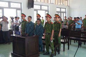 Bình Thuận: Đốt xe cảnh sát, 2 bị cáo nhận 28 năm tù