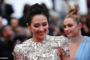 Thảm đỏ Cannes 2019 ngày 7: Chương Tử Di quý phái, Hoa hậu thế giới Ấn Độ chiếm trọn spotlight