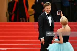 Thảm đỏ Cannes 2019 ngày 7: HLV 'The Voice Kids' thản nhiên selfie dù bị cấm, khách mời vô danh và trang phục khó đỡ