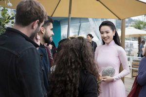 Khắc hẳn Ngọc Trinh, Nhã Phương, Tuyết Nga, Lý Nhã Kỳ khiến fan tự hào vì mang văn hóa Việt tới Cannes