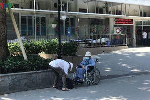 Người già, trẻ nhỏ lũ lượt nhập viện trong đợt nắng đỉnh điểm ở Hà Nội