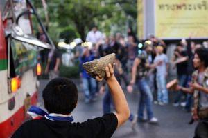 Bạo lực sinh viên ở các thiên đường mua sắm Thái Lan