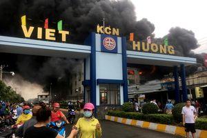 Cháy lớn tại công ty sản xuất băng keo ở Bình Dương