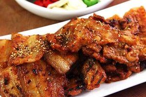 Thịt ba chỉ nướng ngũ vị hương thơm lừng gian bếp