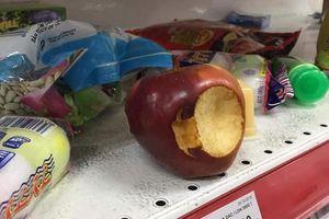 Quá xấu hổ bởi những người vào siêu thị Auchan lấy đồ ăn uống thoải mái, không trả tiền