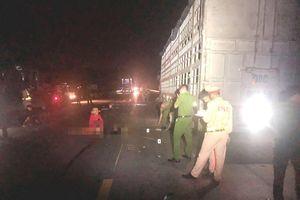 Đậu xe sửa chữa trên đường tránh Nam Hải Vân, lại xảy ra tai nạn