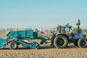 Cỗ máy sàng cát làm sạch 30.000 m2 bờ biển mỗi giờ