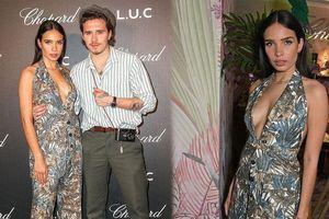 Bạn gái cậu cả nhà Beckham diện váy xẻ sâu 'hờ hững' vòng một