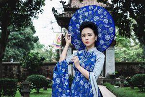 Nữ hoàng hoa hồng Thanh Hương 'hóa' bông hồng xanh quyền lực